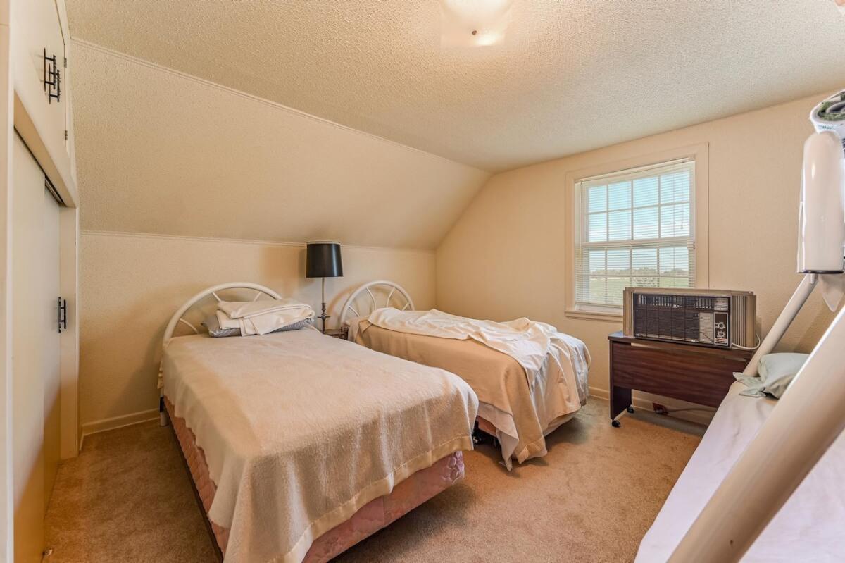 For Sale: 3969 SW 180th St, Douglass KS