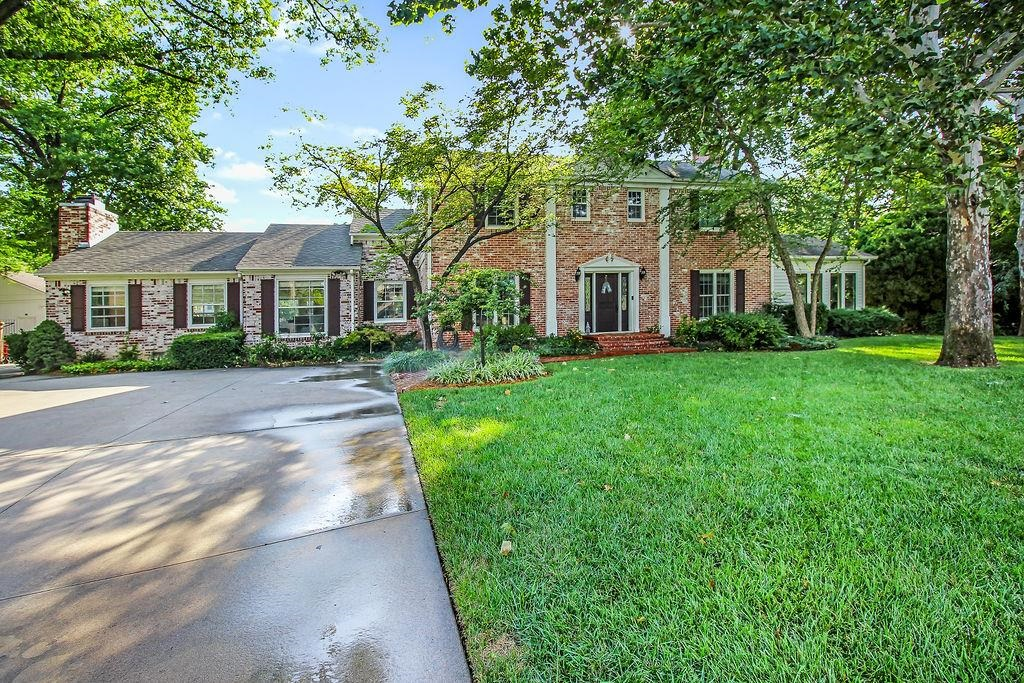 A house is not just a dwelling, but a home to make memories. Welcome to 10 S. Colonial Ct. in Eastbo