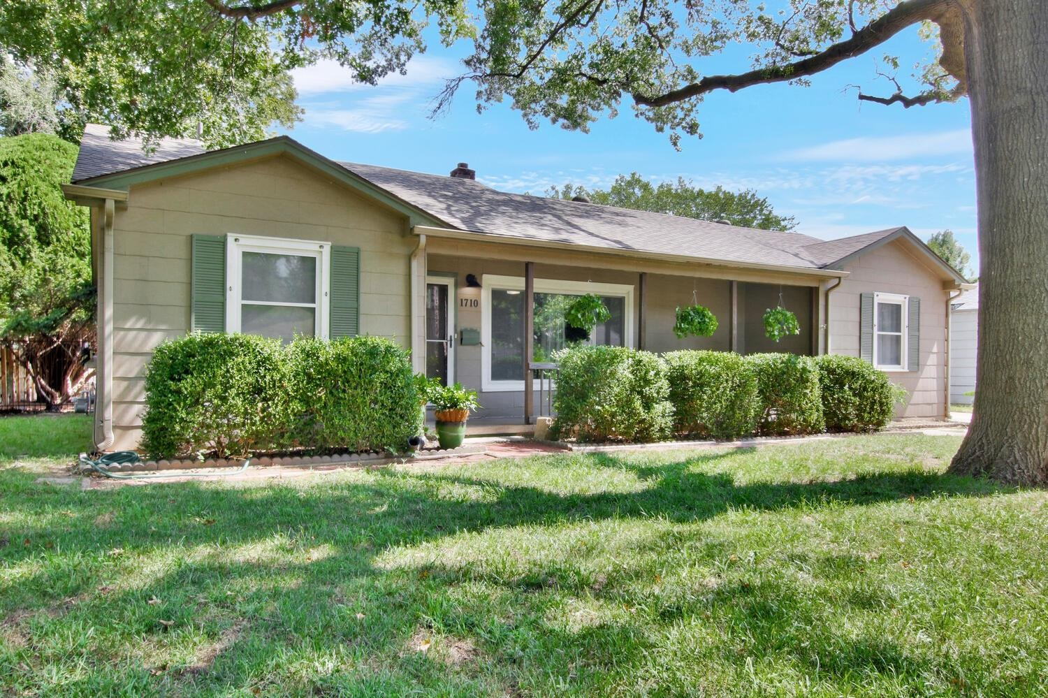 Wonderful rambling ranch in the heart of Riverside. This home features are open floor plan with hard