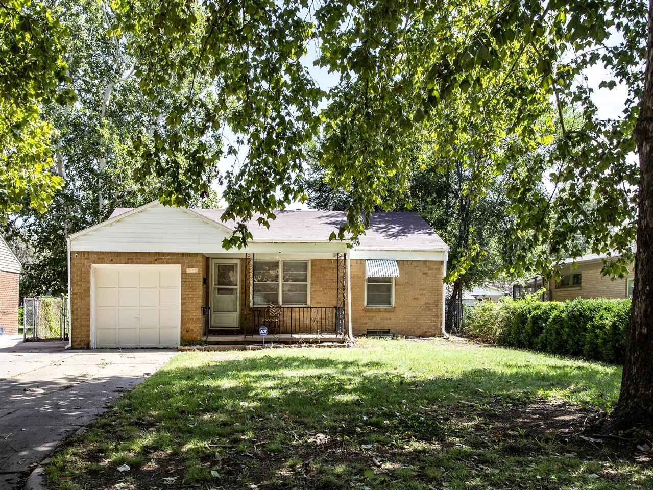 """""""FALL"""" in love with this sharp,  charming home located in the desirable Southeast area of Wichita fo"""