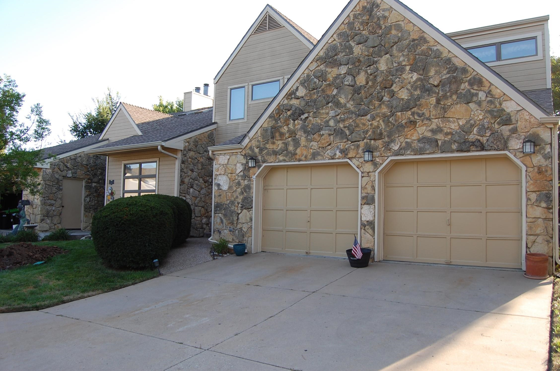 Wonderful Patio home in Timber Grove Lakes. Gated area. Very spacious, 3 bedroom, 3 1/2 bath home. T