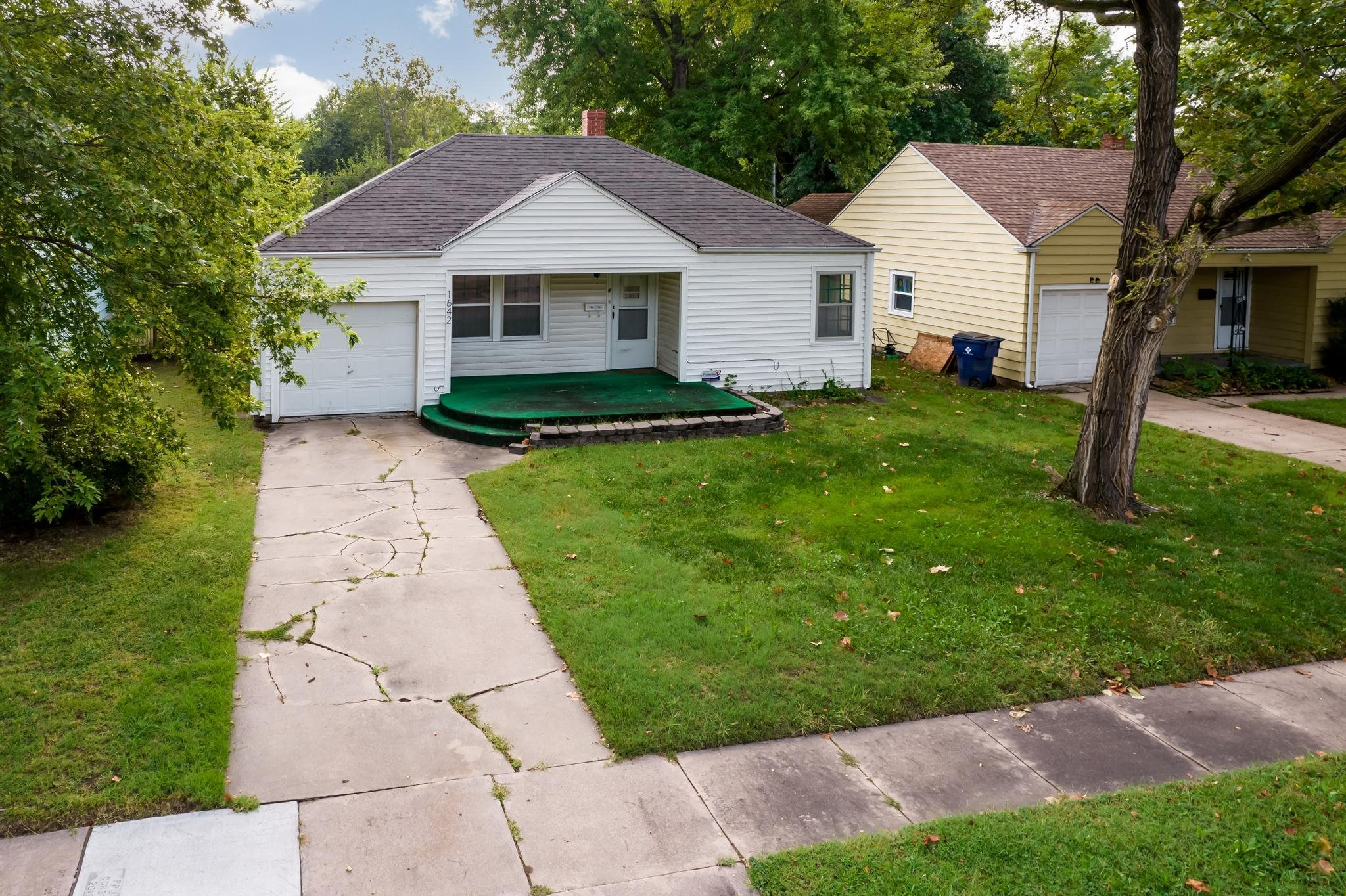 Great starter home or investment property. Close to all the amenities and easy commute with I-35 and