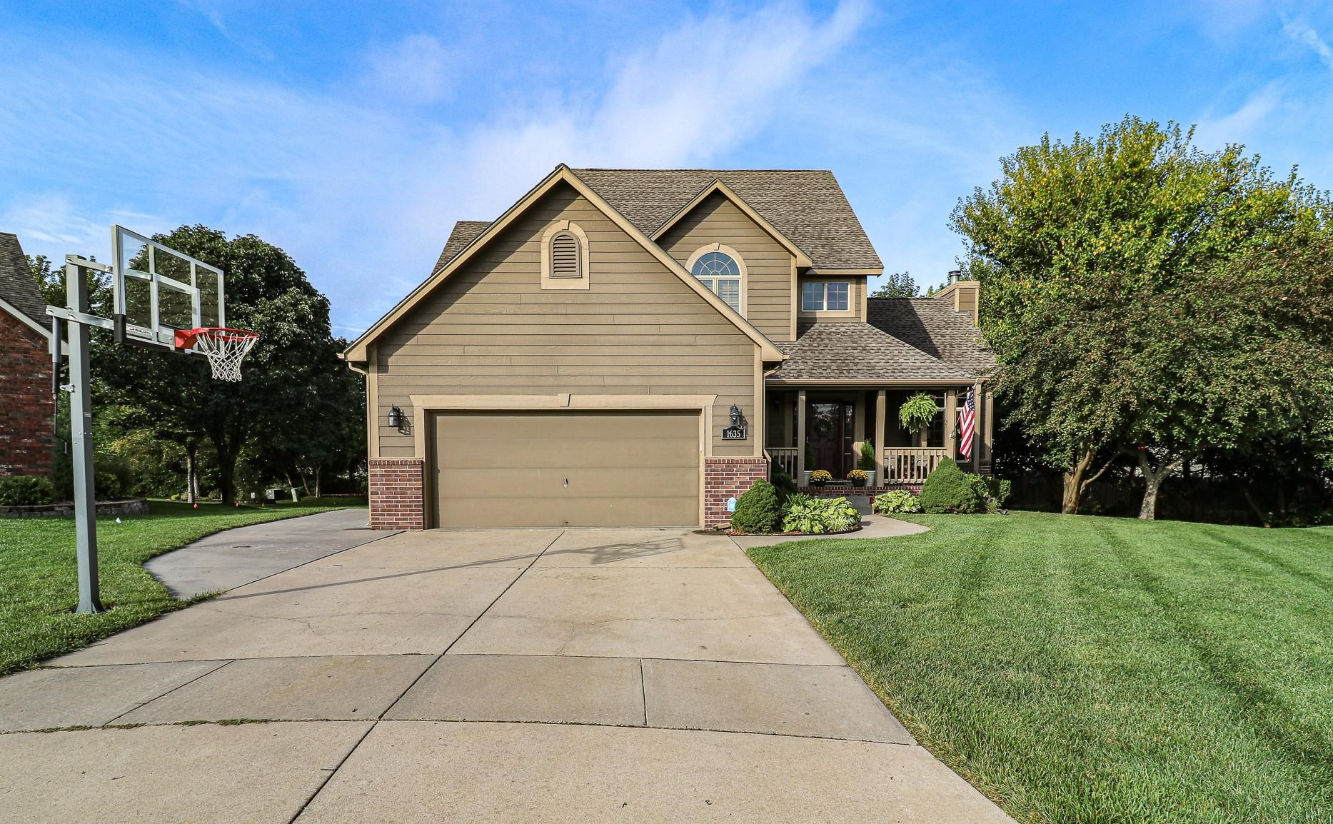 Welcome to this beautiful 4 bedroom, 3.5 bath home nestled at the end of the cul -de-sac in the desi