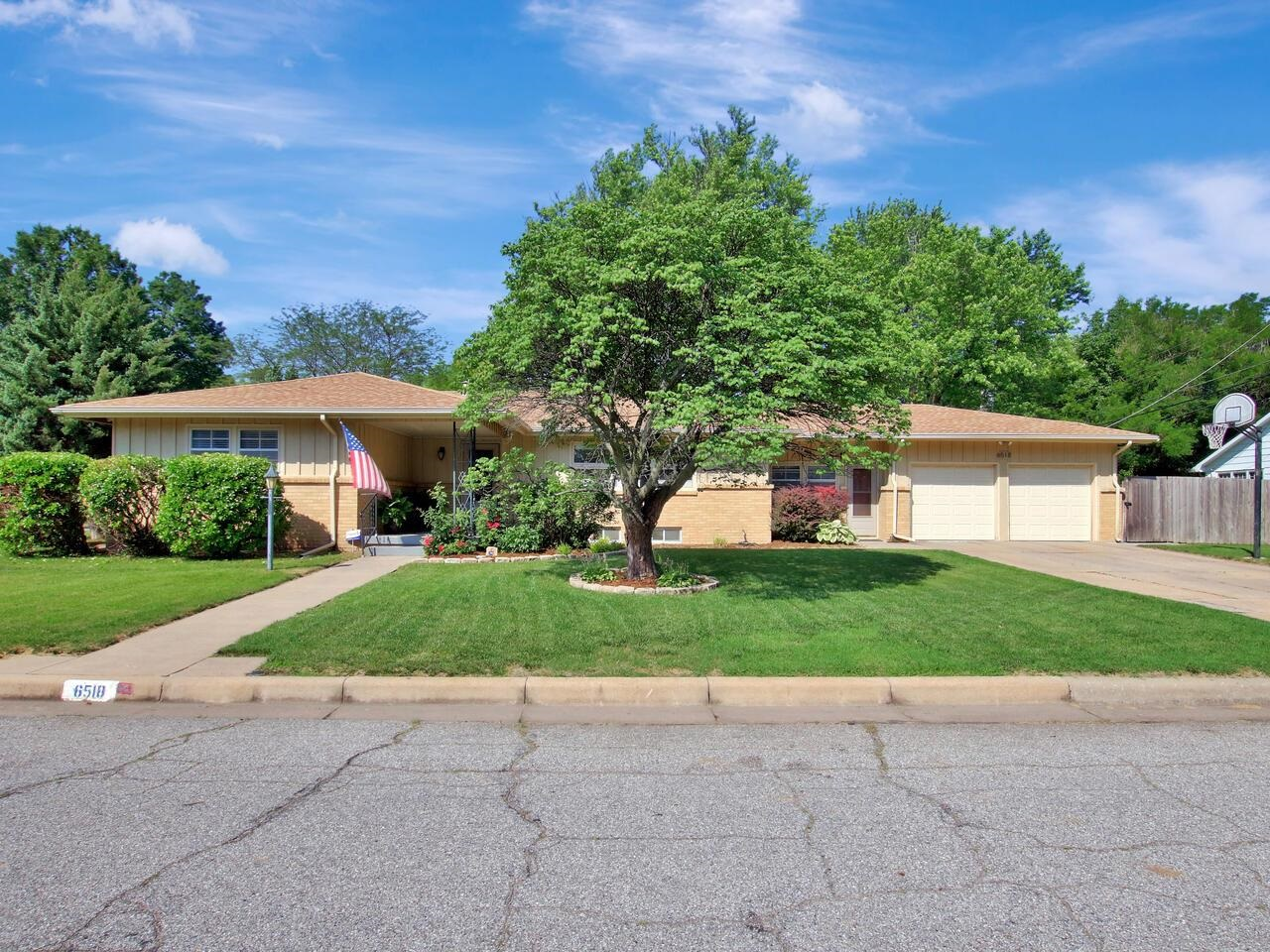 A Mid Century Lovers Dream! This stylish 3 bed, 2.5 bath MCM ranch is nothing short of perfection. B