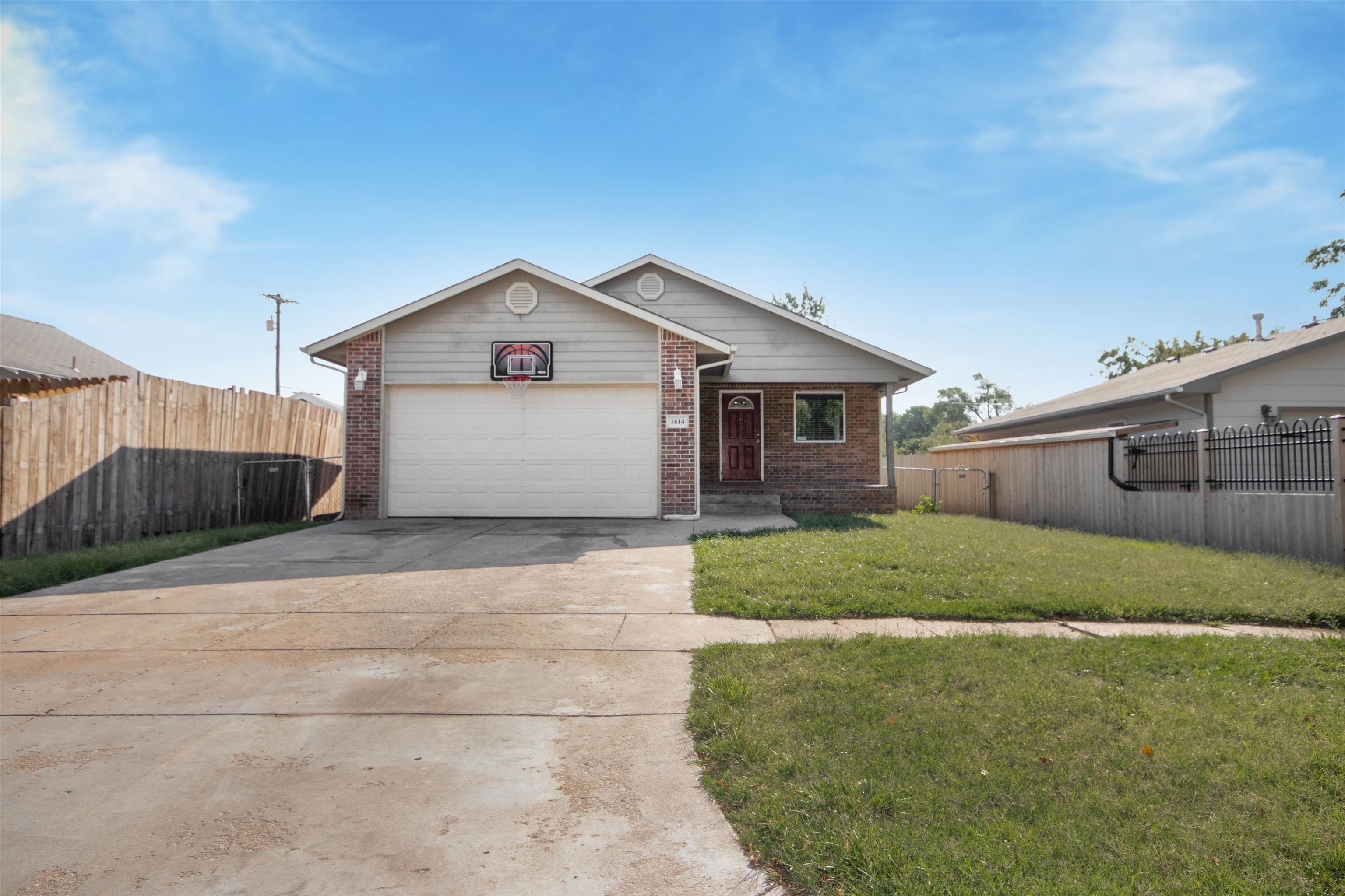 Come see this  great investment or starter home in the Linwood neighborhood. Close to the very popul