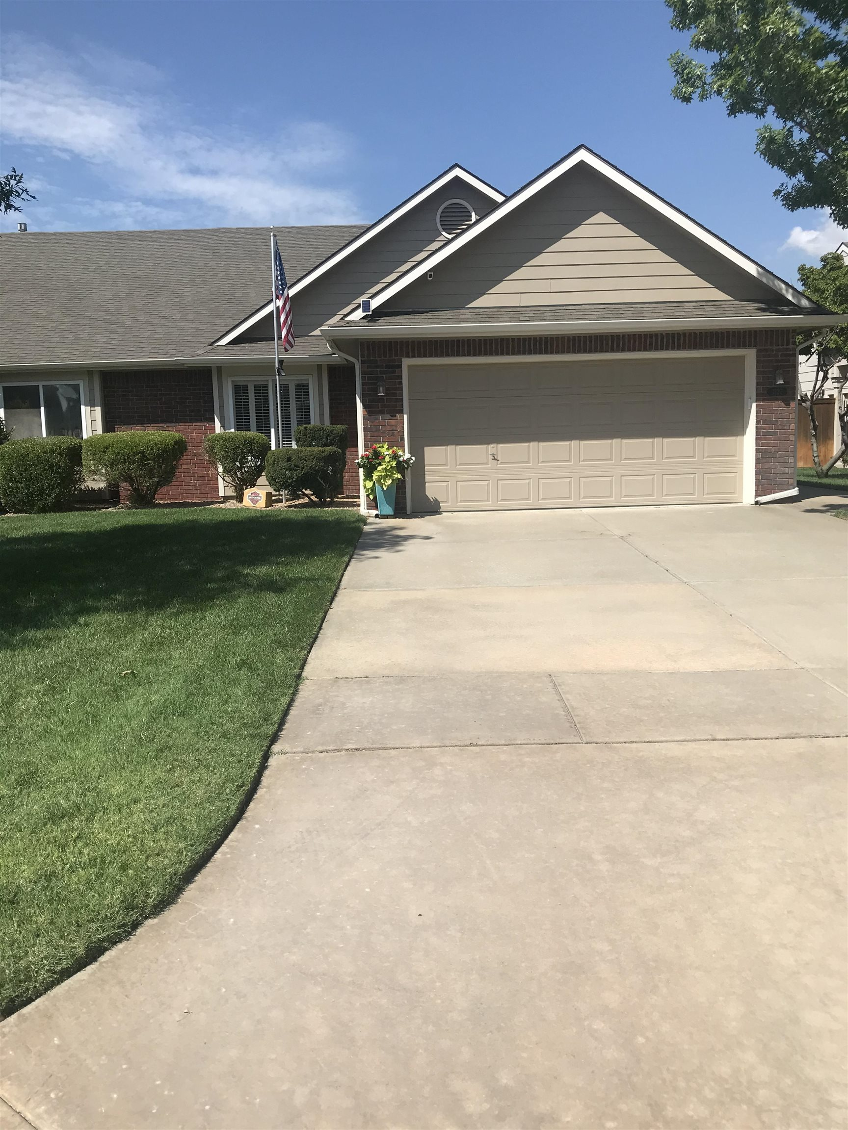 Lovely twin home in desirable area. The Cloisters 2 Lg Bedrooms with walk-in closets in both. Master