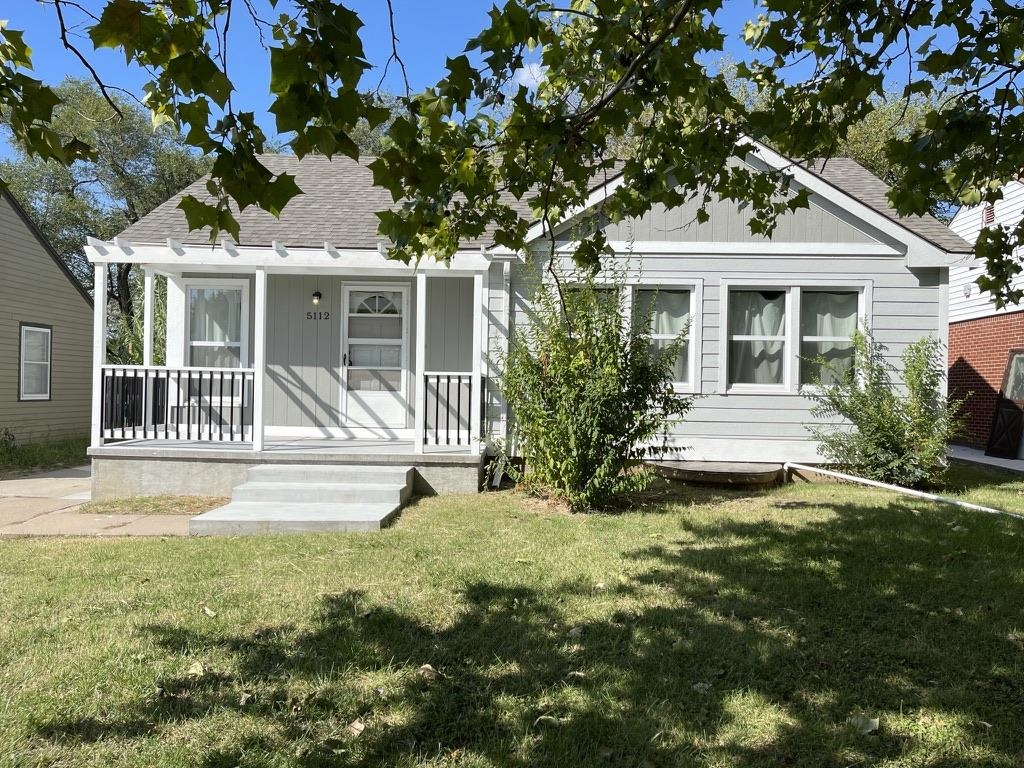 Charming 4 Bedroom, 2 Bath East Wichita Home thats MOVE IN READY!!  Come Check out the great propert