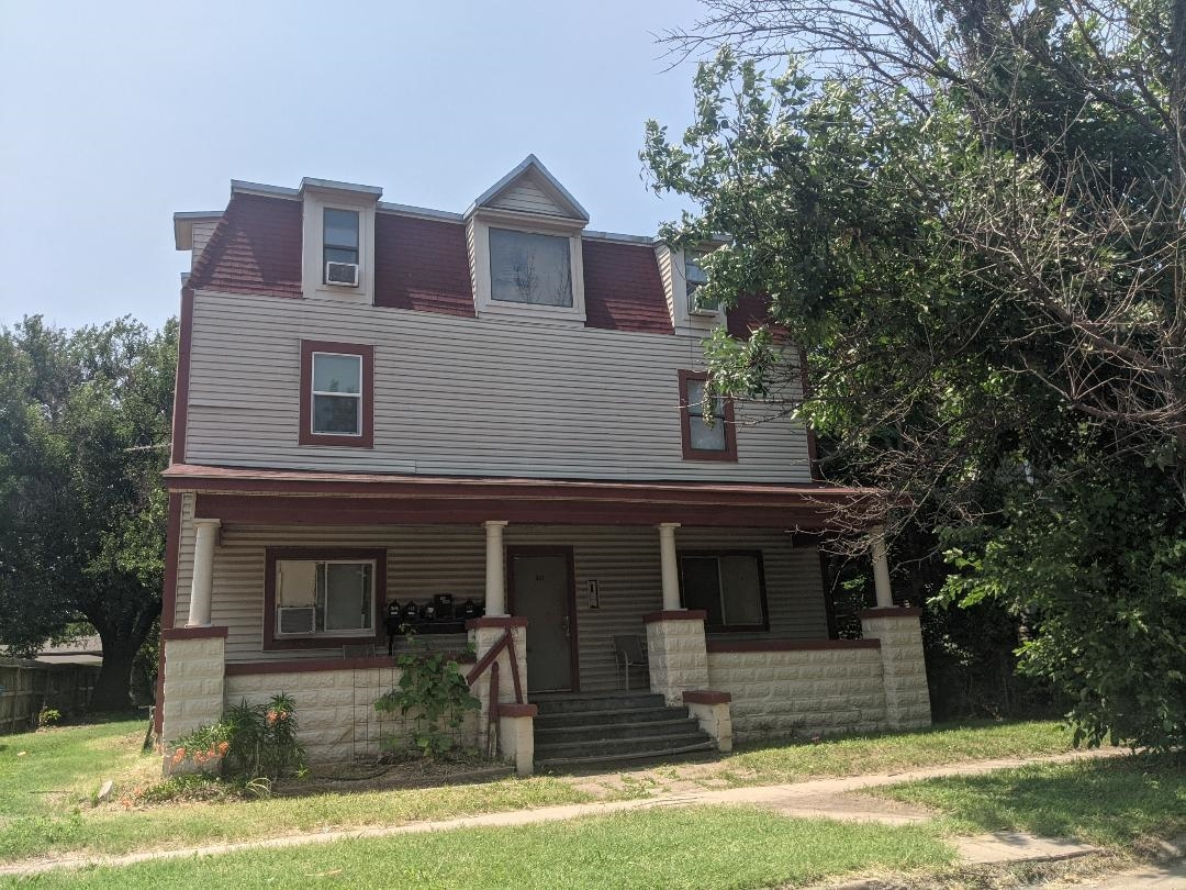 A great opportunity to own a 6 one bedroom apartment building.  Priced to sell.
