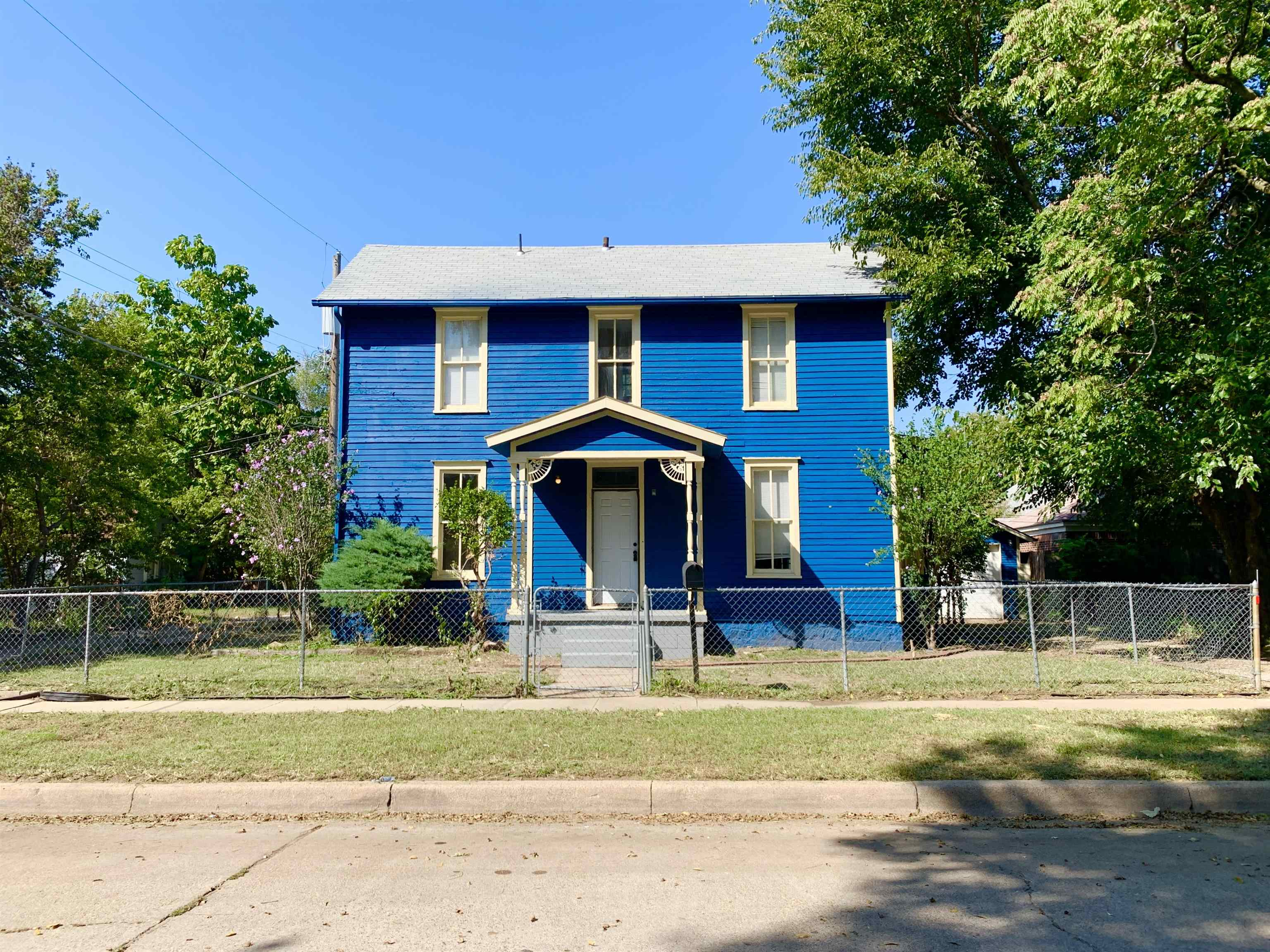 This home is a charmer! Tons of character gives this home a cozy feel. This home features a super sp