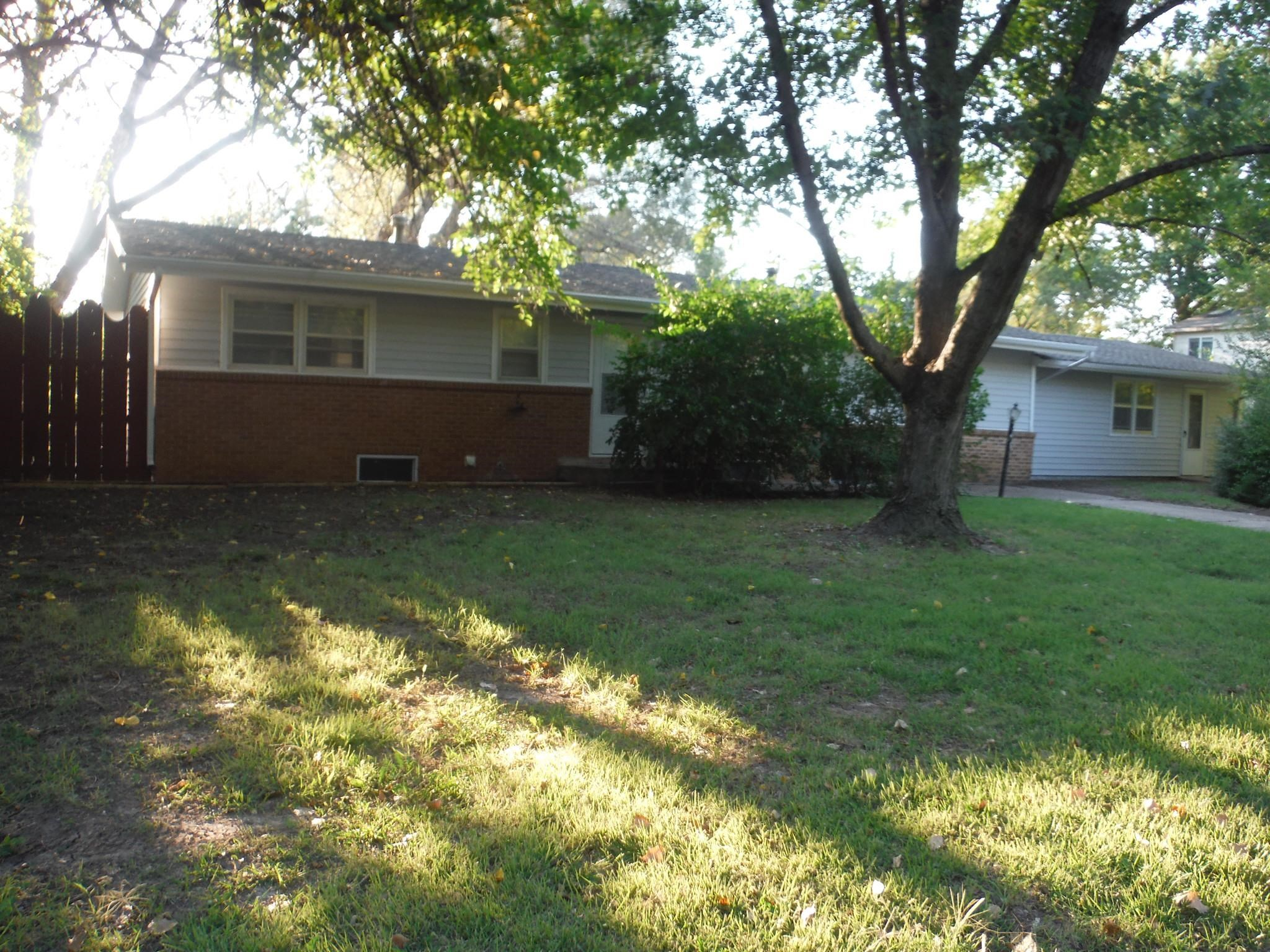 Remodeled & updated 3 bedroom home in Park City. Granite counters in the kitchen with new appliances