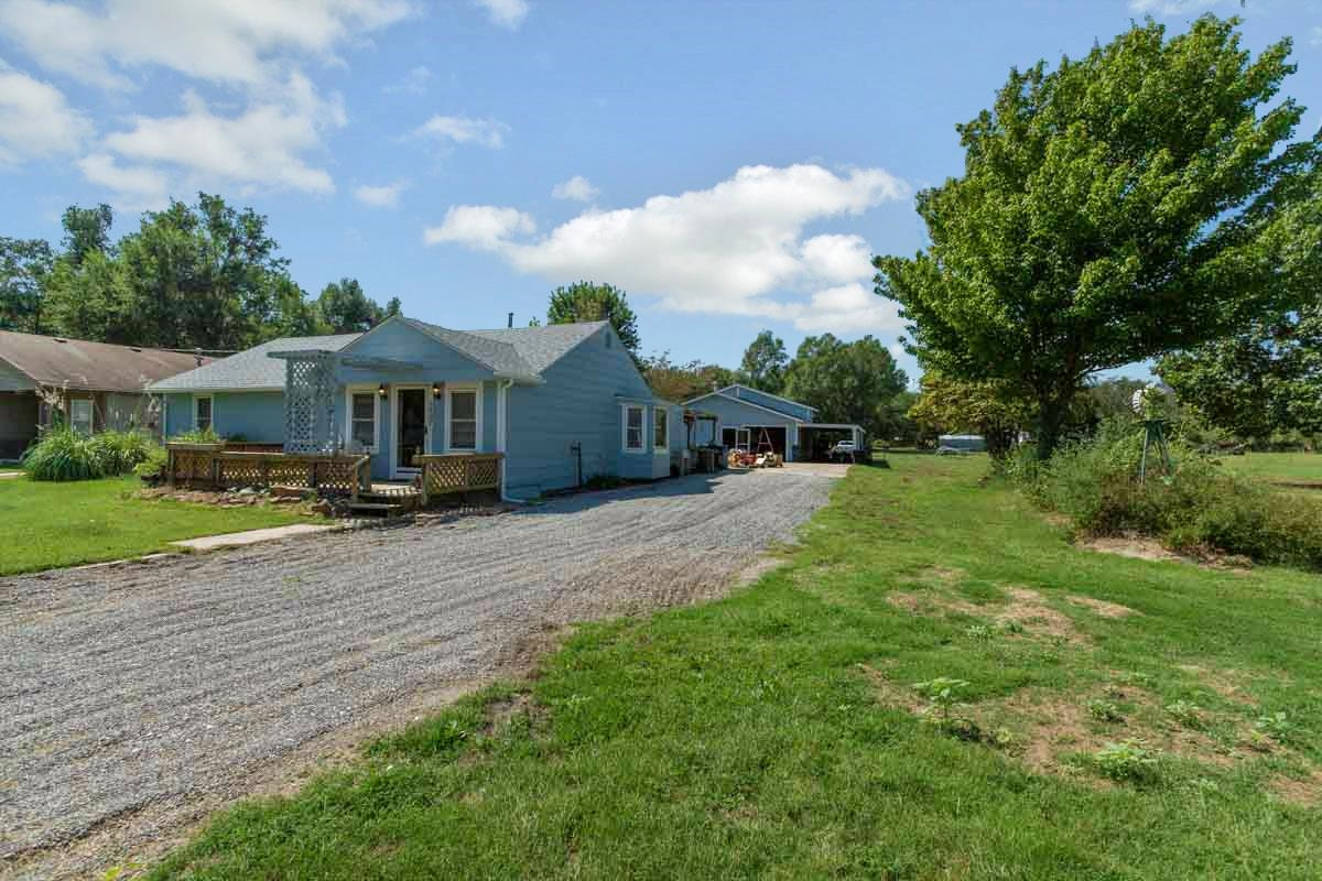 This 1593 Sq Ft home sits on 2.24 Acres and allows horses! Home has Canal Vinyl Replacement windows,