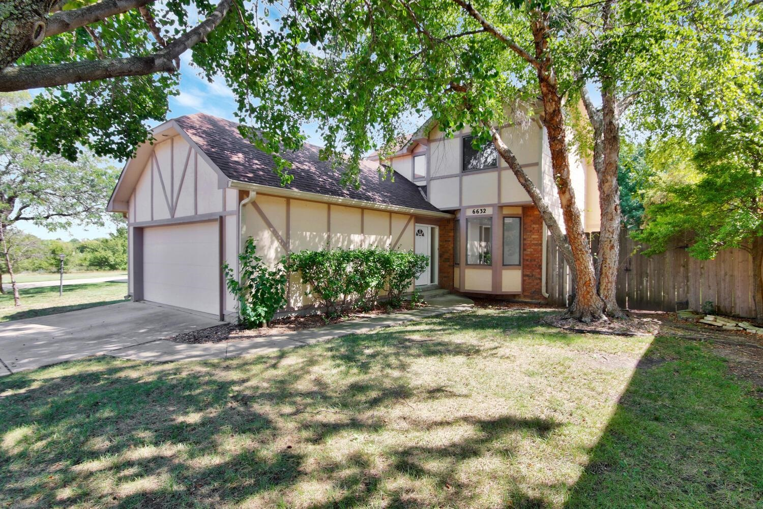 Remodeled Patio Home in the Pepperwood addition. HOA covers mowing of the front lawn sprinklers on/o