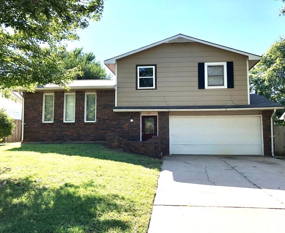 Westlink Split Level in Maize Schools has So Much Potential*4 Bedrooms 2 Full Baths*Large Entryway w
