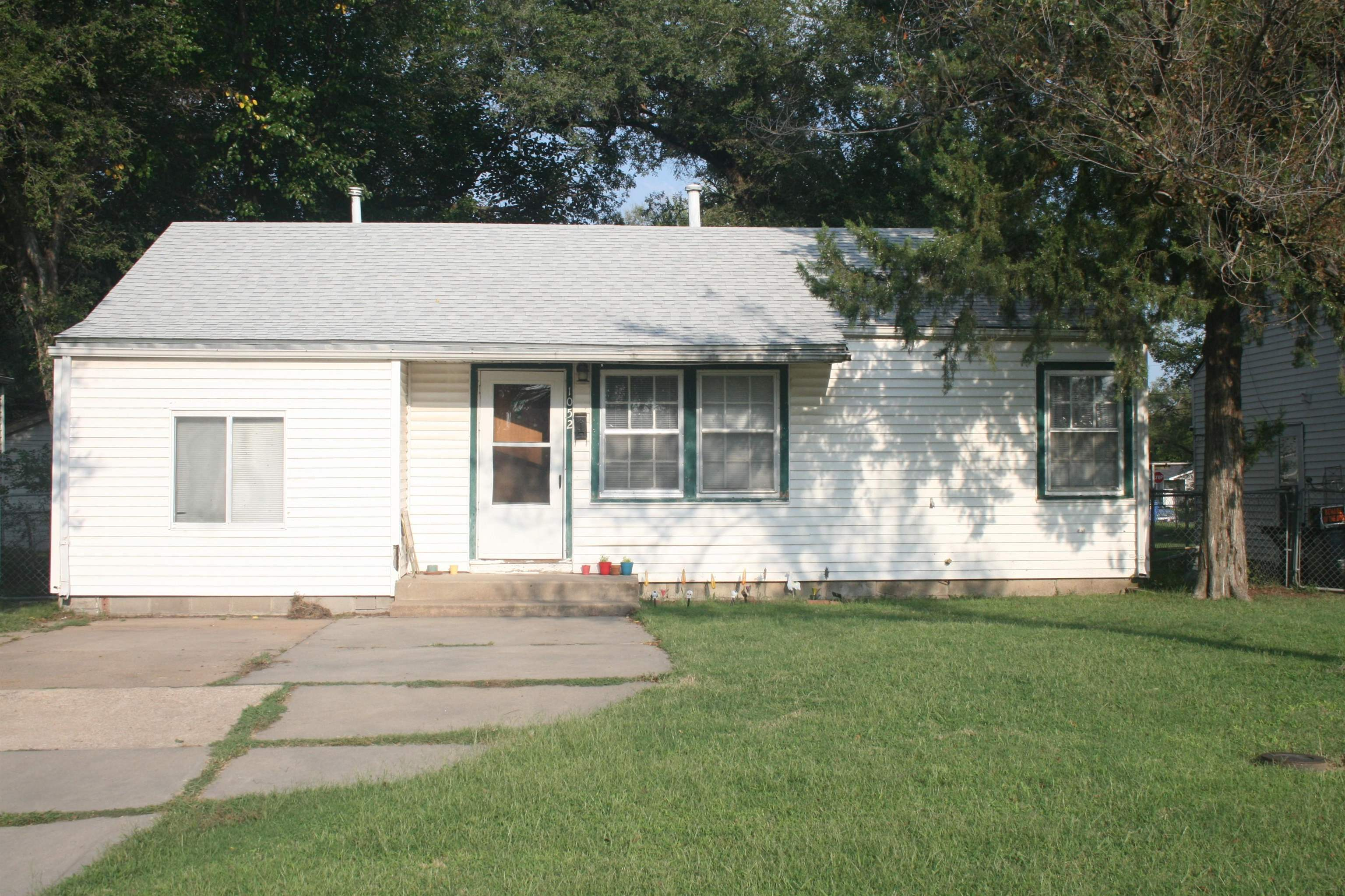 Easy access to Kellogg, close to downtown and major shopping area.  Also, very close to Kansas Newma