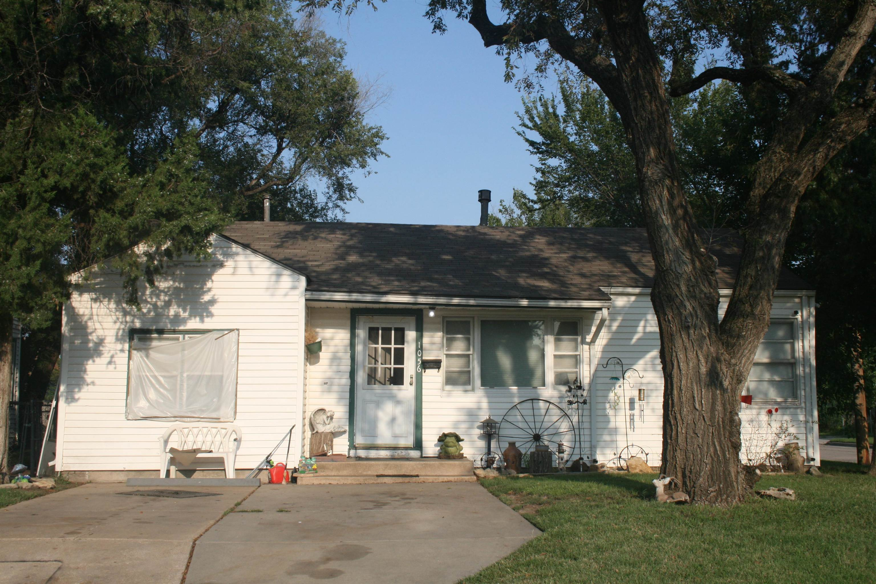 Nice 3 bedroom home on a fenced corner lot. Close to Friends University and Kansas Newman