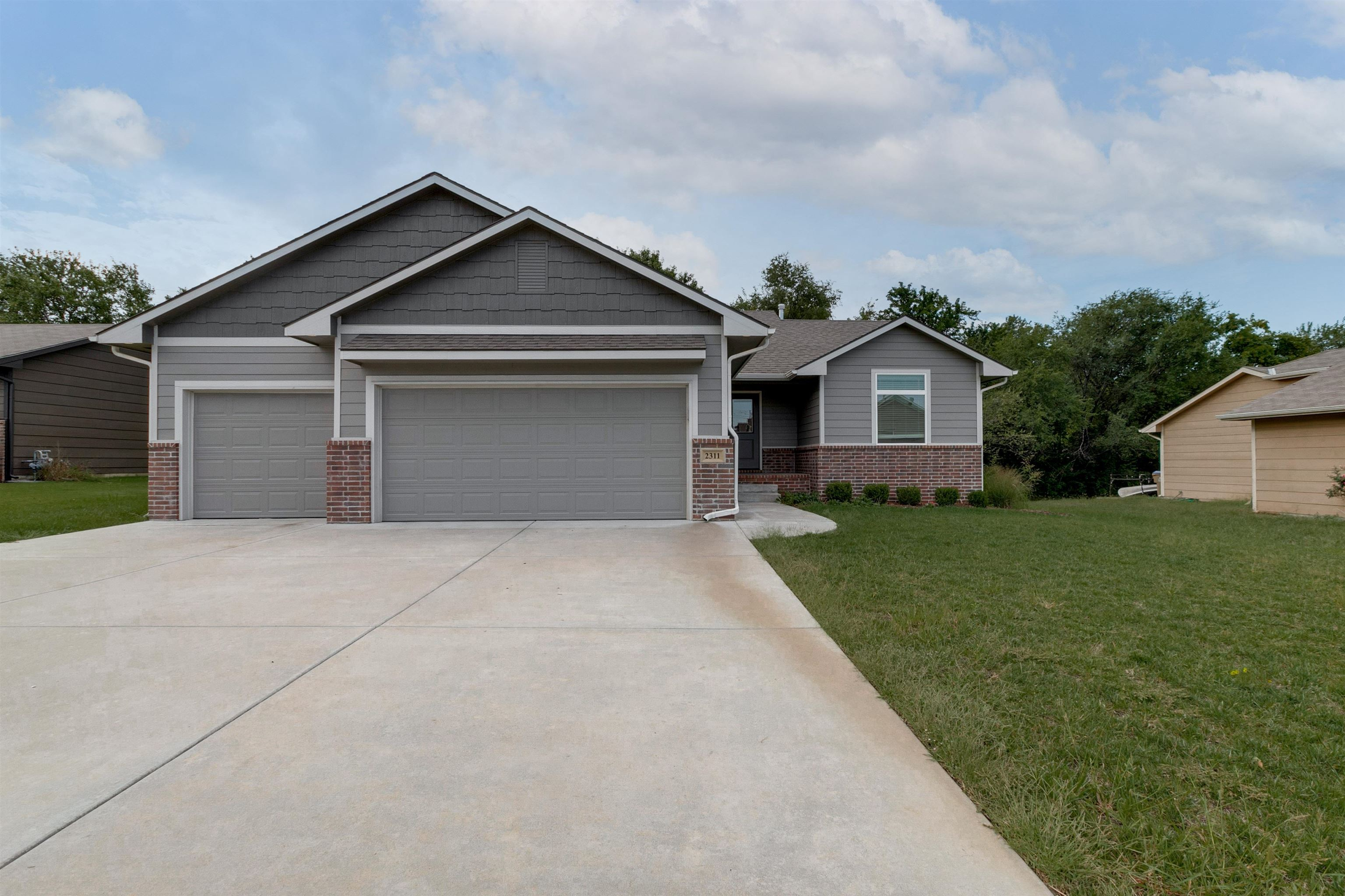 With over 2700 sq. feet of living space, this 5 bed, 3 bath home will not disappoint. With its neutr