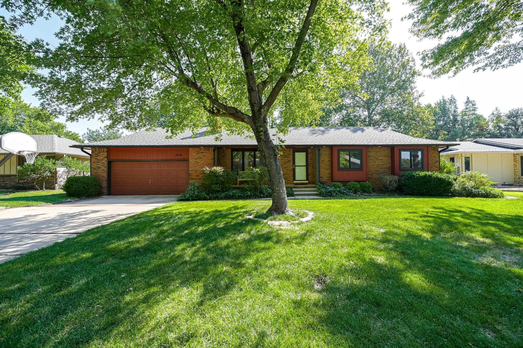Great 3 Bedroom, 2 Bath home in the Maize school district with a huge bonus room in the basement! Th