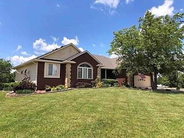 Spacious 5 bedroom, 3 1/2 bath ranch with finished basement containing wet bar and craft room - 4,44