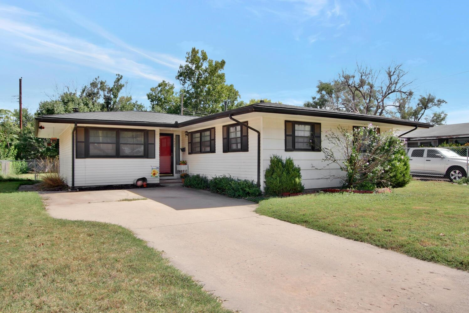 Great 3 bedroom 1.5 bath ranch located in an established neighborhood with many mature trees. Featur