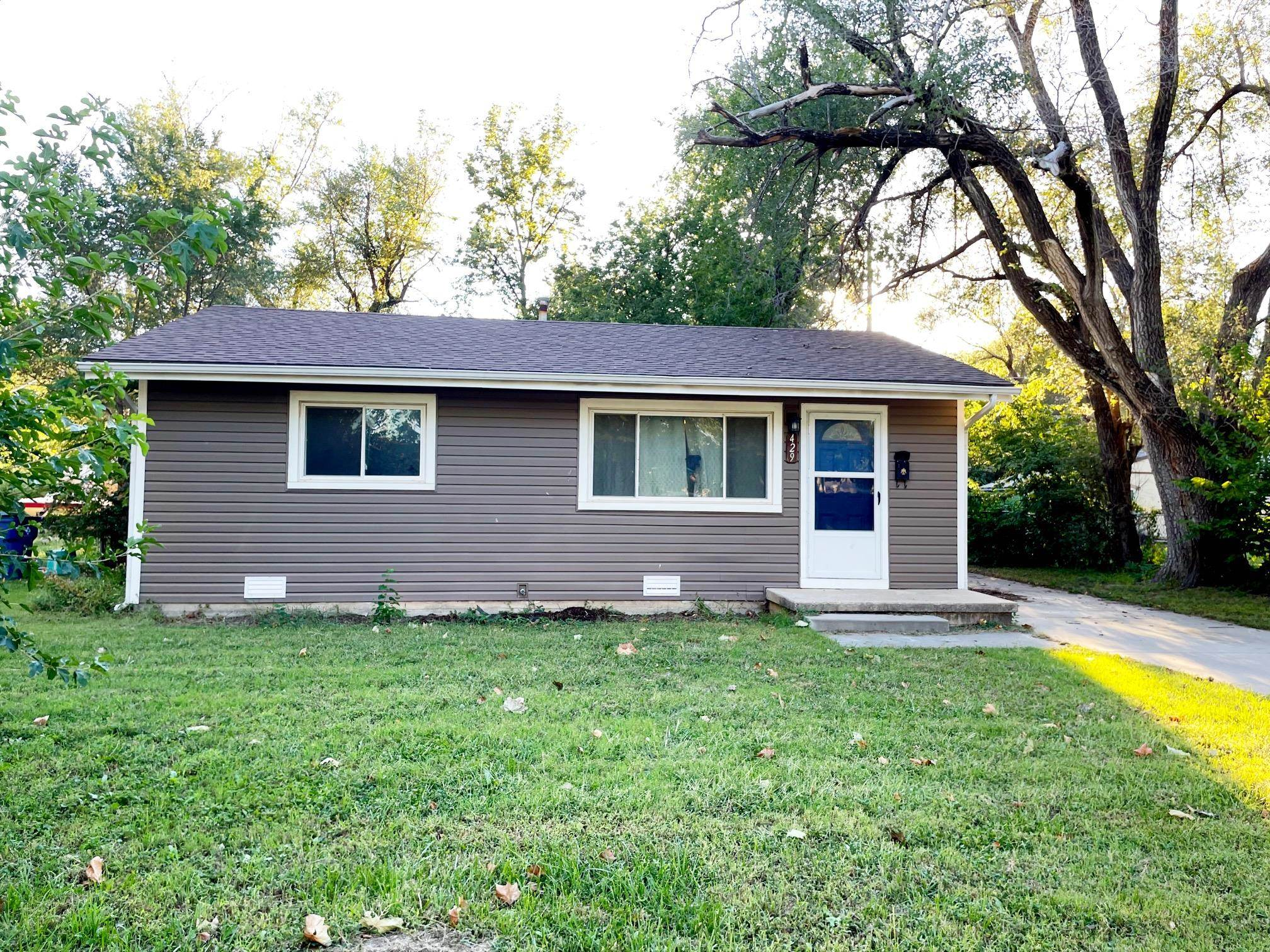 Cute-as-a-button ranch that is ready for its new owners located in Valley Center. Move in ready with
