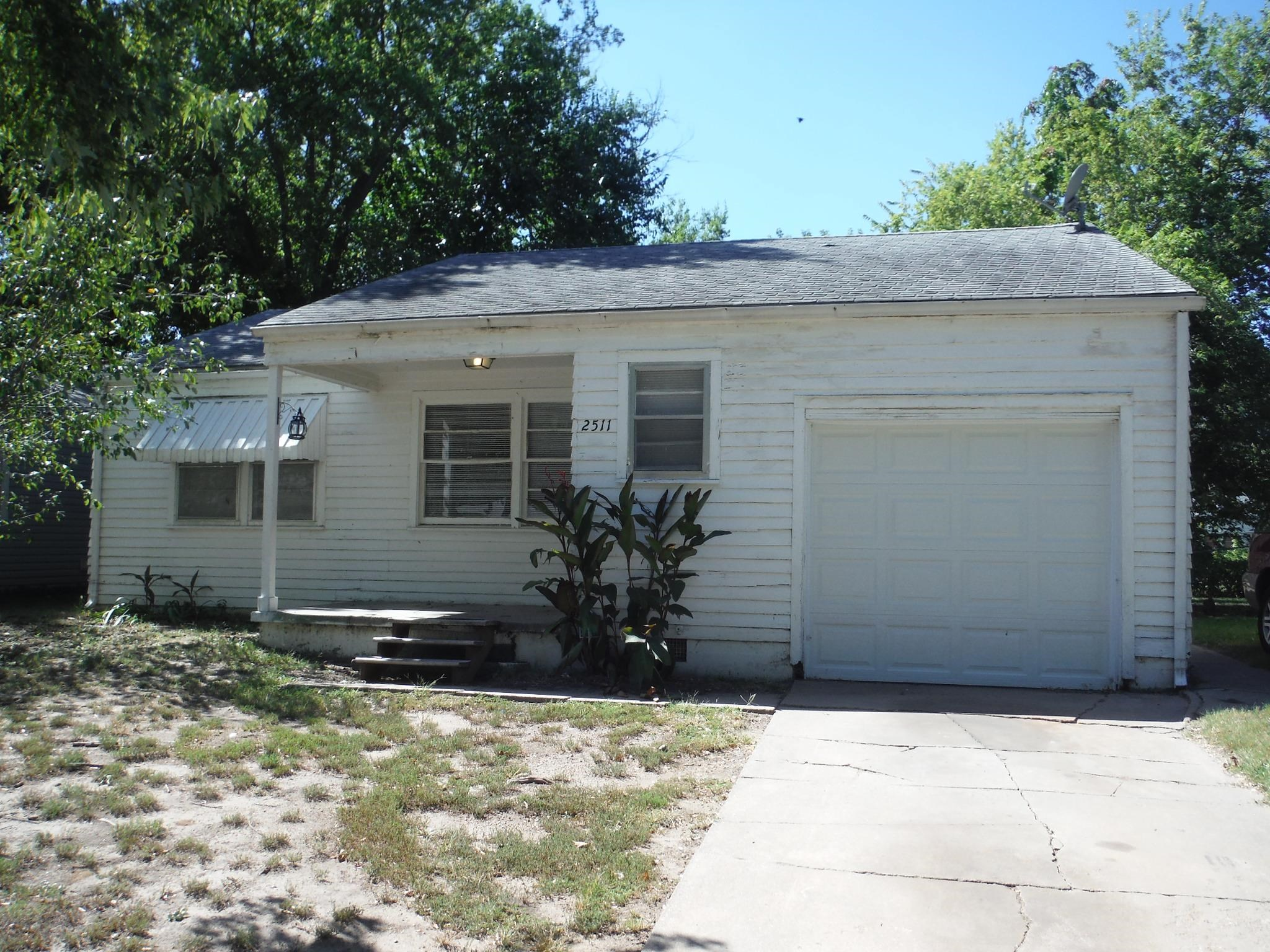 3 bedroom home in south Wichita. The kitchen appliances will remain with the home. Partially fenced