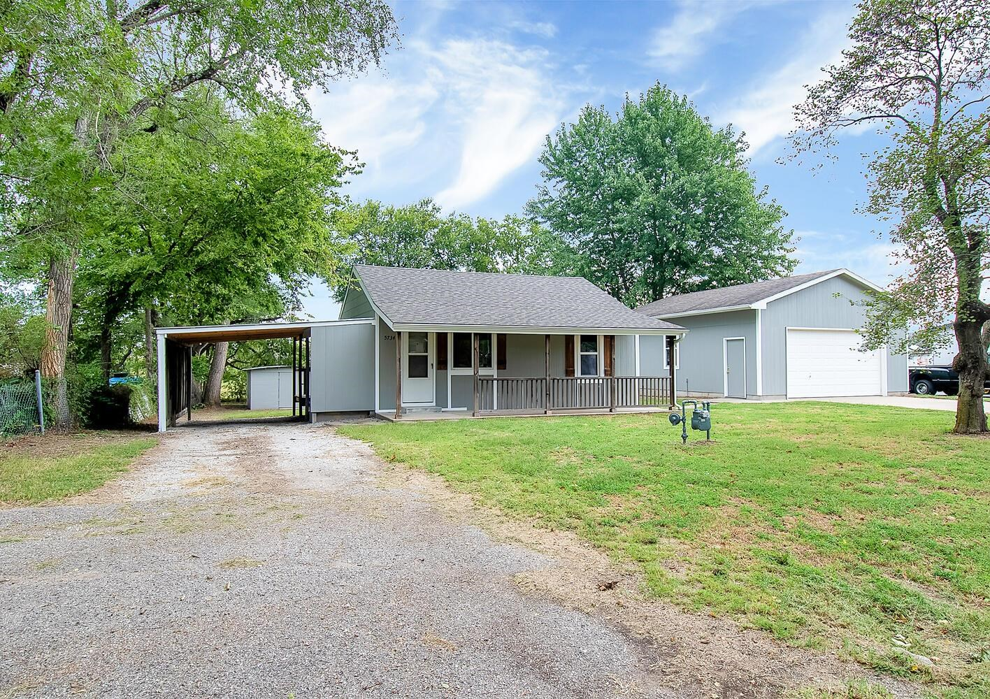 This South Wichita 1 bedroom 1 bath home may be small in size however it has a lot to offer. Let's t
