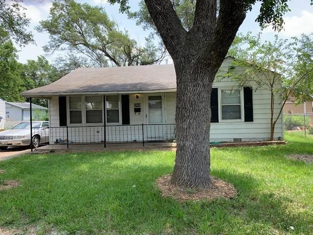 Investment property available with 2 bedrooms and 1 bathroom.  Kitchen offers eating space, electric