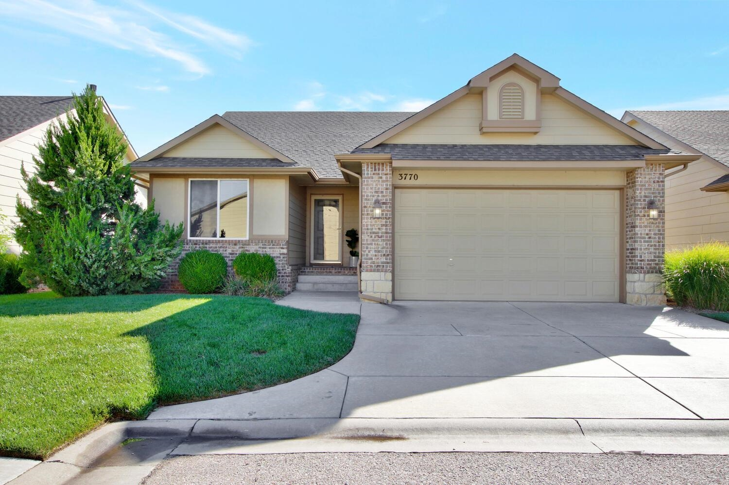 Simple living at it's best!  This 3 bedroom, 3 bath free-standing patio home is conveniently located