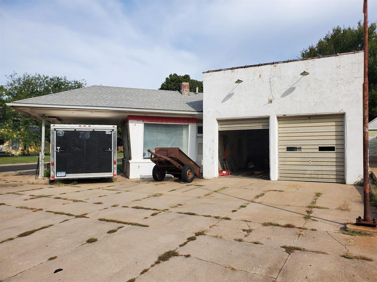 For Sale: 400 E 8th, Newton KS