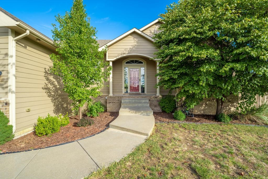 Stop your home search right now...and take a look at this beautiful ranch-style 5 bed, 3 bath home l