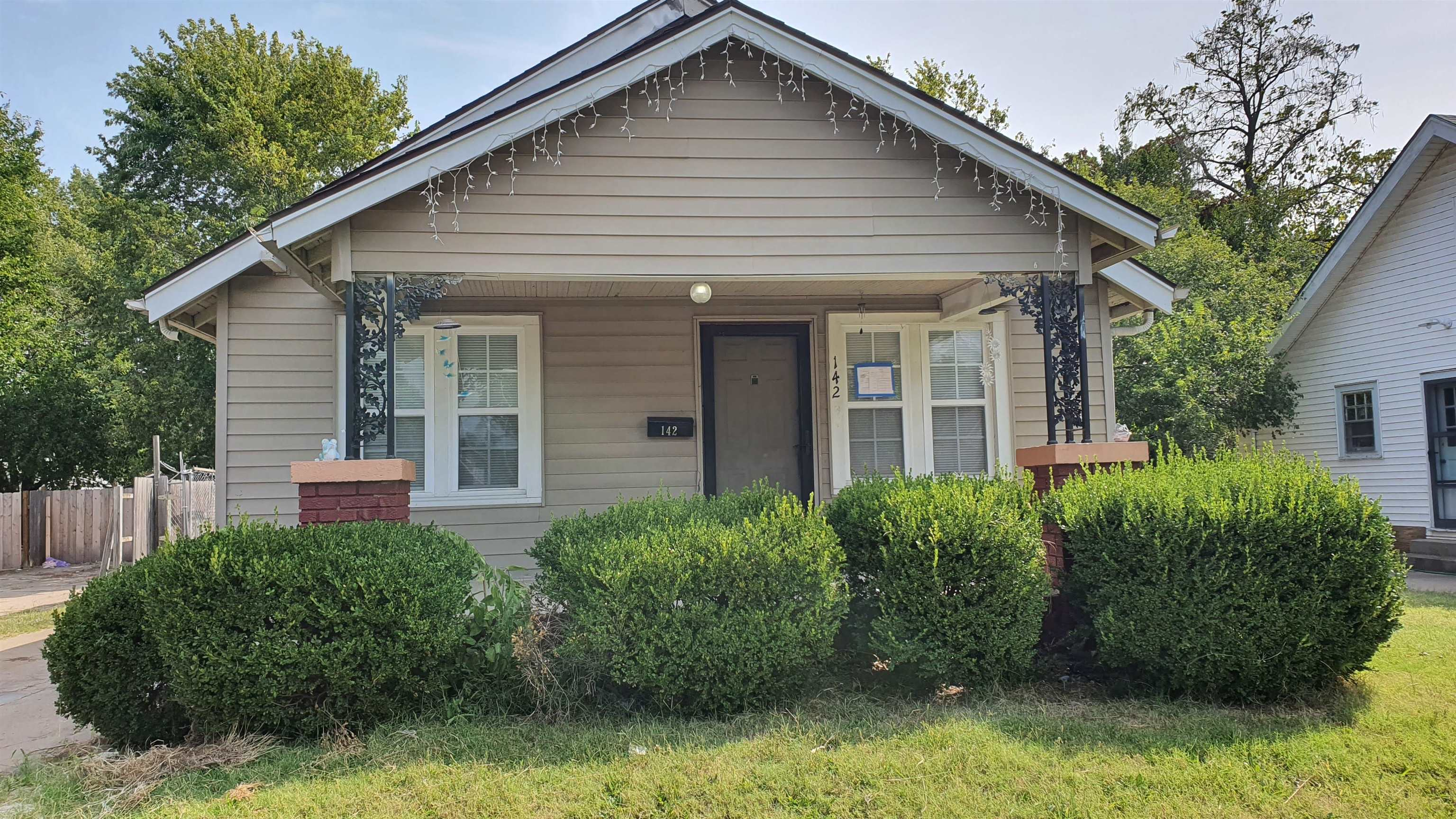 3 bedroom, 2 bath home with Over-Sized garage/SHOP big enough for an RV!! This home has a large Mast