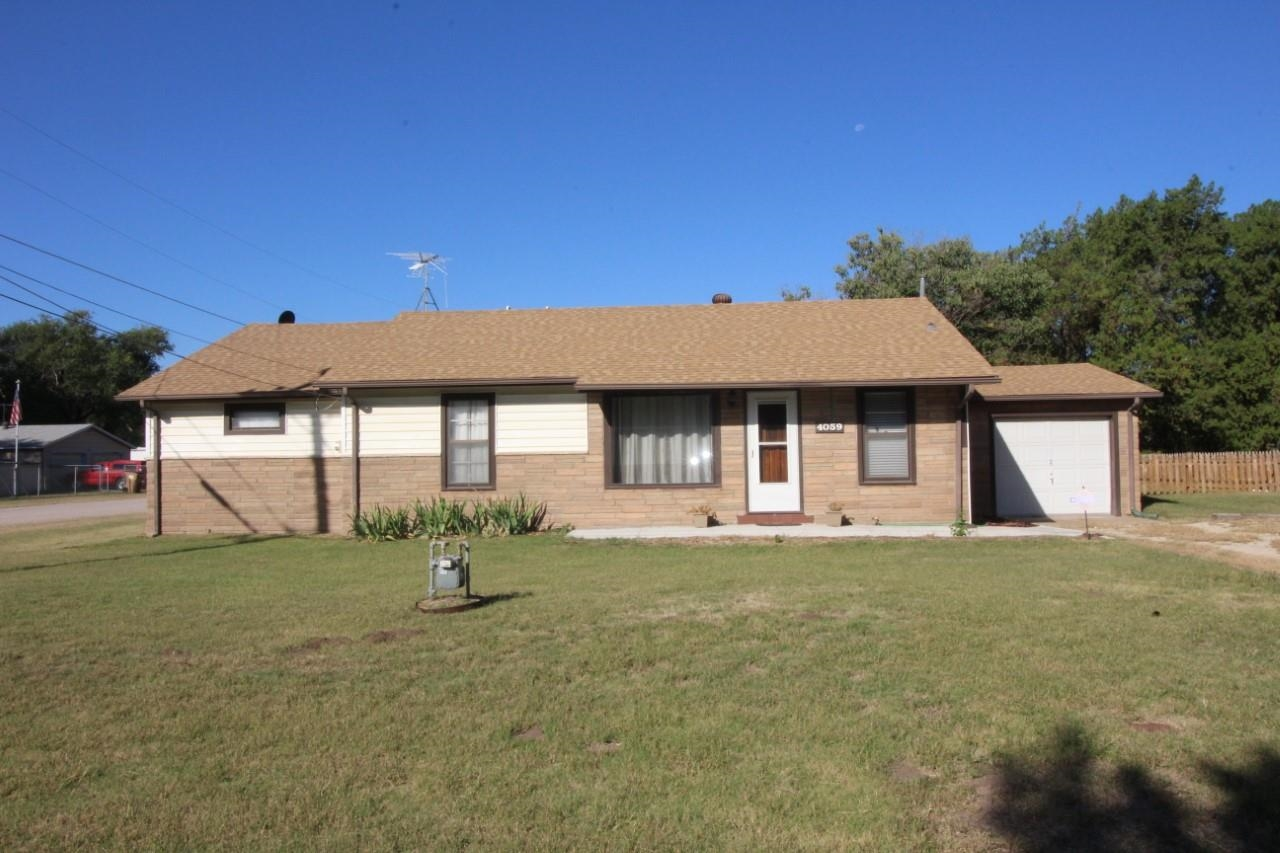 Nice Ranch home on Corner lot.  You will be greeted by a partially covered porch and plenty of areas