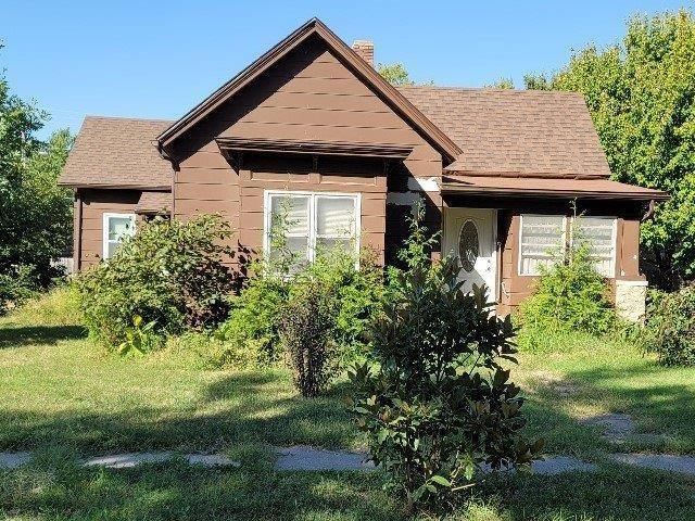 For Sale: 1021  Stewart St, Winfield KS