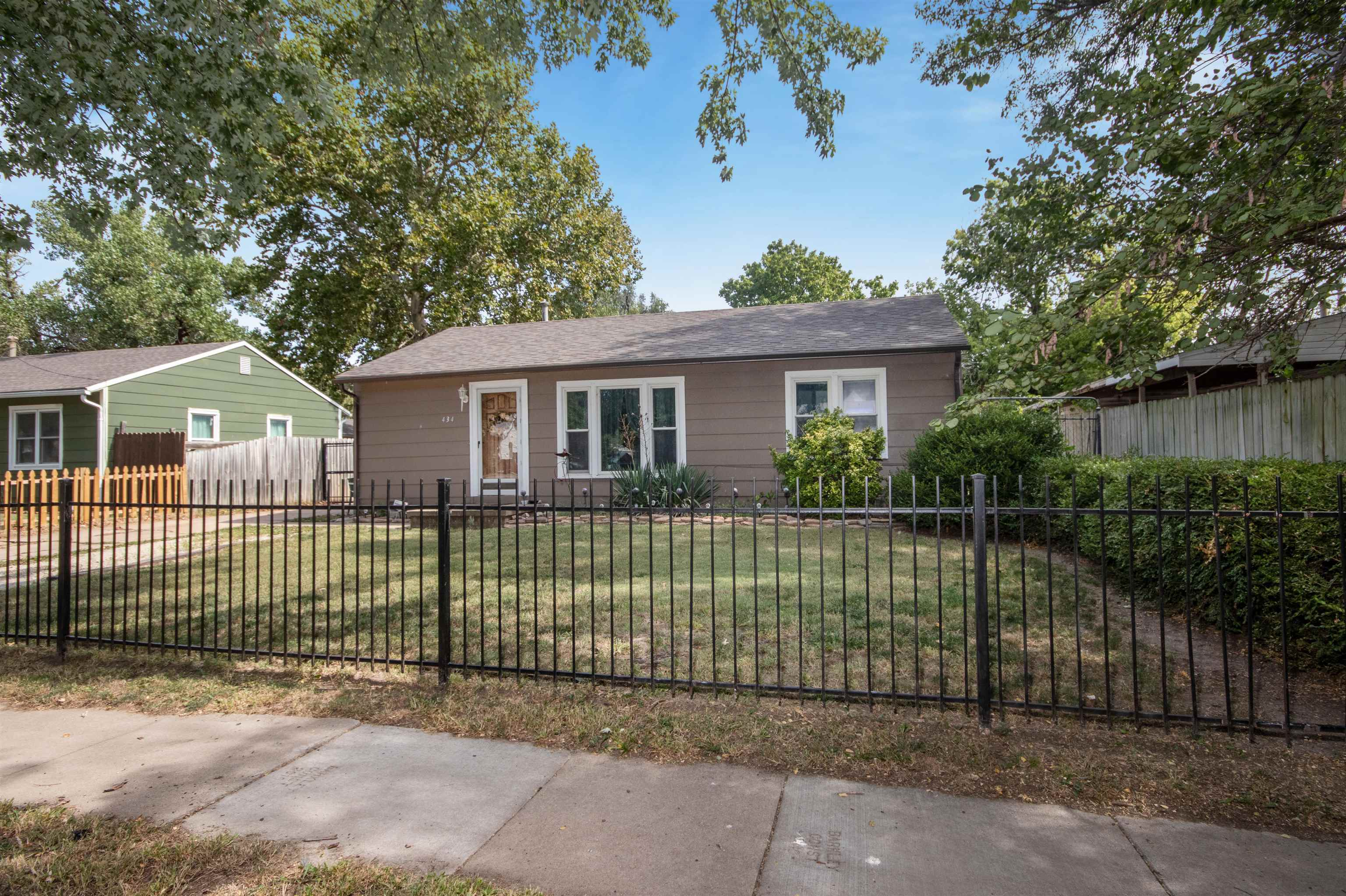 This perfectly cozy 3 bedroom, 1 bathroom ranch has more room than you would think! Not only is ther