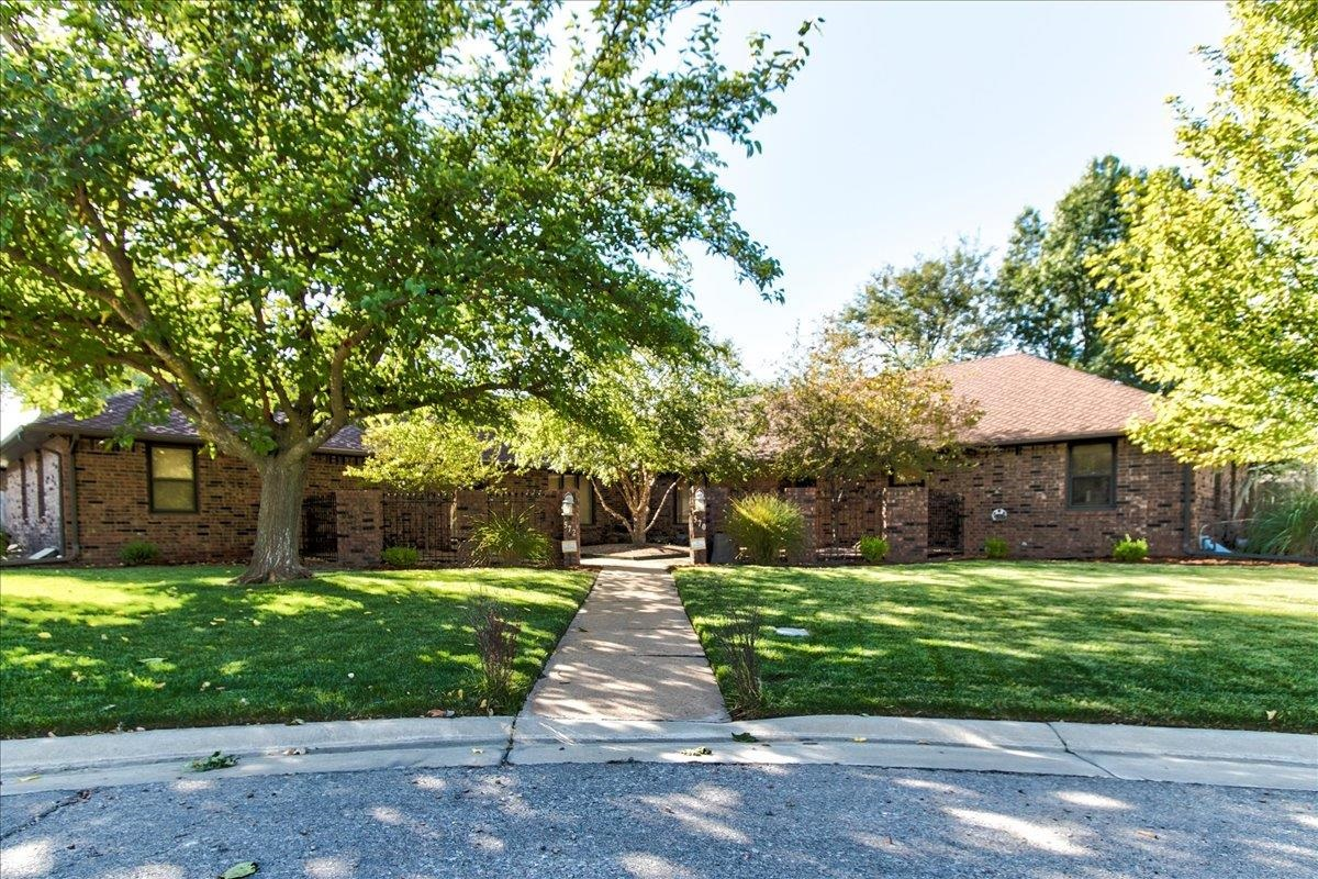 CHECK OUT THIS UNIQUE PROPERTY! 570 & 572 N Broadmoor Court 2 BEAUTIFUL Twin Homes and HUGE Shop all