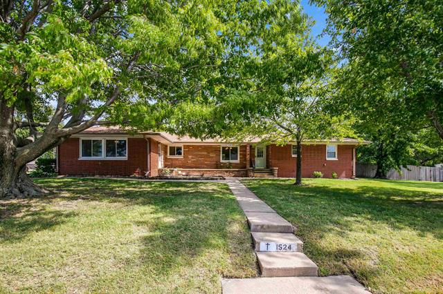 For Sale: 1524 N State St, Augusta KS