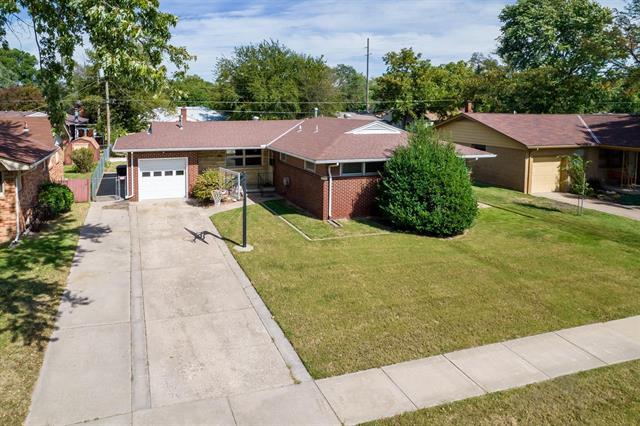 For Sale: 2218 W MANHATTAN DR, Wichita KS