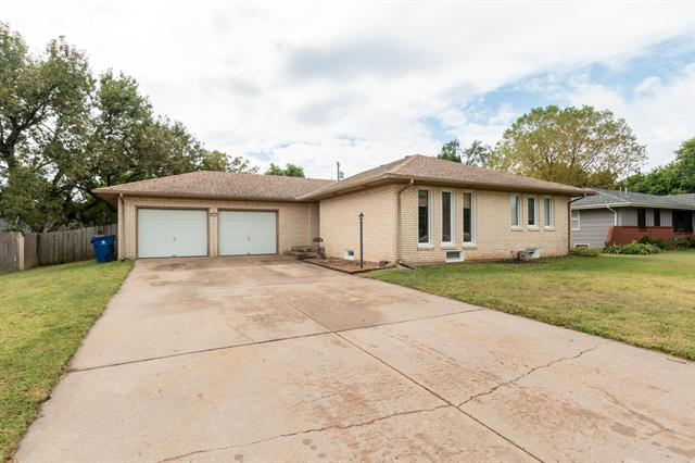 For Sale: 623 E Wood St, Clearwater KS
