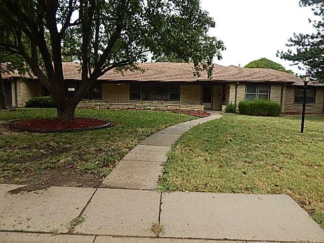 For Sale: 1710 E 10th Ave, Winfield KS