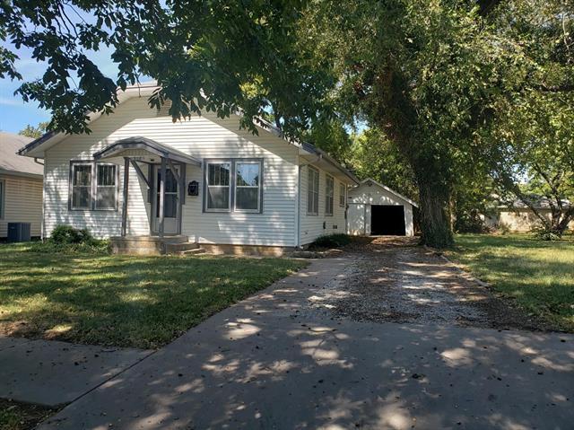 For Sale: 908  Elizabeth St, Winfield KS