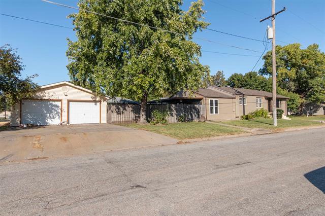 For Sale: 1229 N Baker St, Hutchinson KS