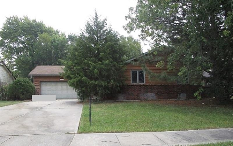 Great investment opportunity with this 3 bedroom, 3 bathroom home. The home has a full basement with