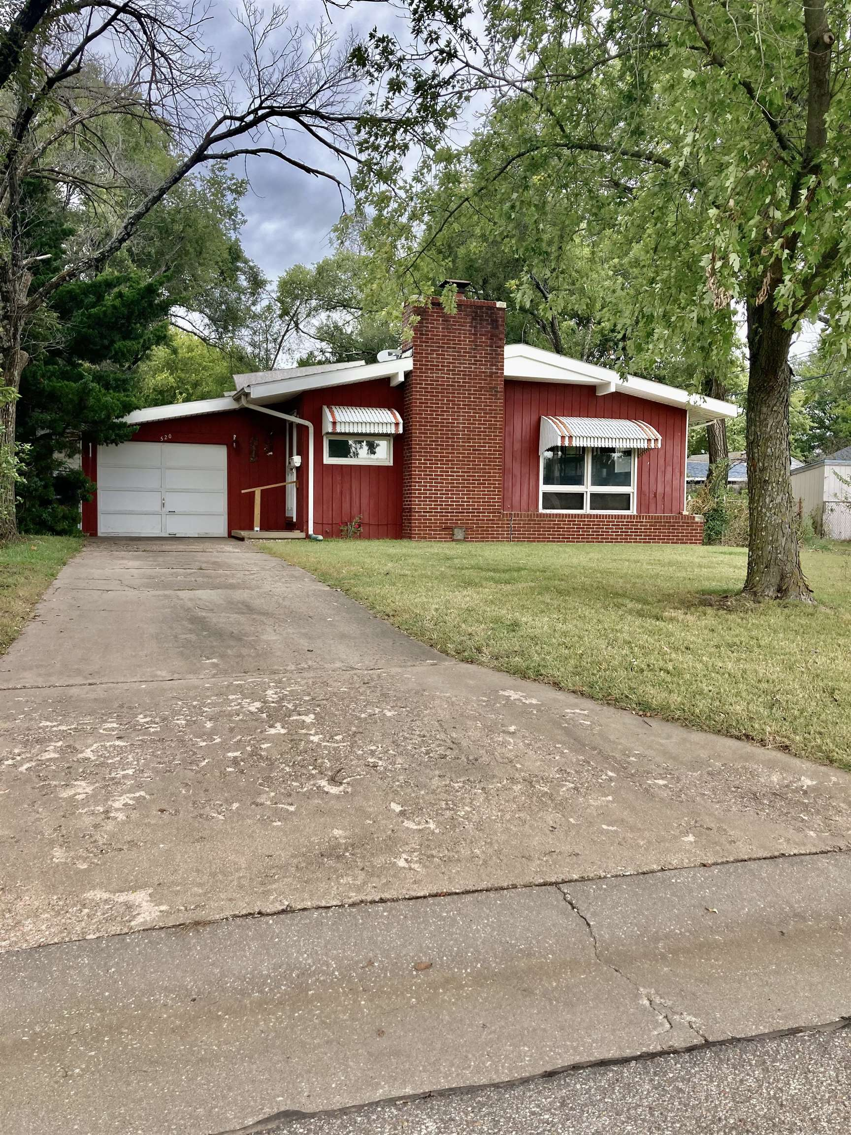 This charming 3 bedroom, 1 bath ranch style home located in Augusta is ready for its new owner! Grea