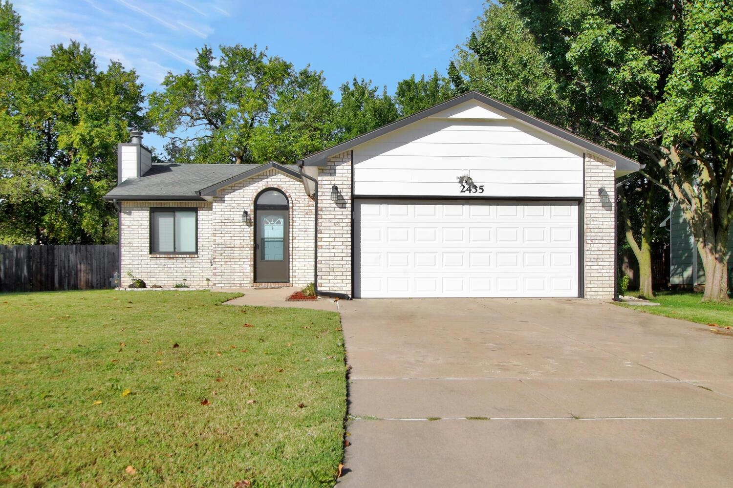 Here it is – 3 bedrooms, 3 full baths, and 2 car attached garage, and it is move in ready! Wood lami