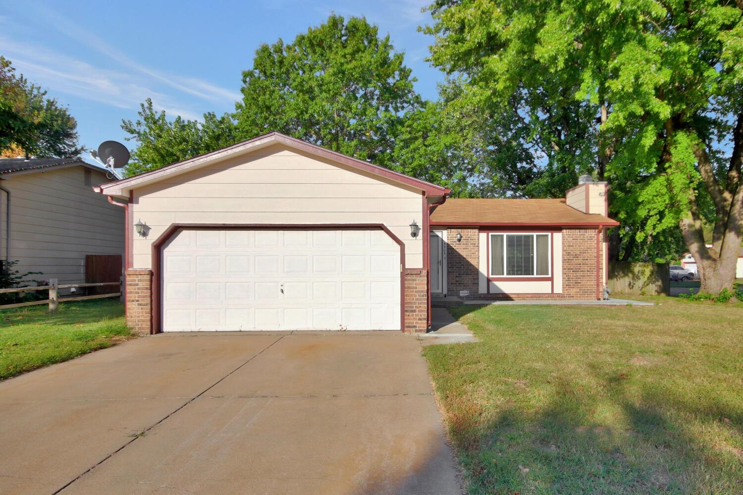Well maintained house sitting on a spacious corner lot, quiet neighborhood. Move in ready condition, open floor plan, finished basement, fenced yard, new concrete walkway, two car garage, lots of natural light, nice curb appeal, large living spaces in basement. Easy to show, must see to appreciate.