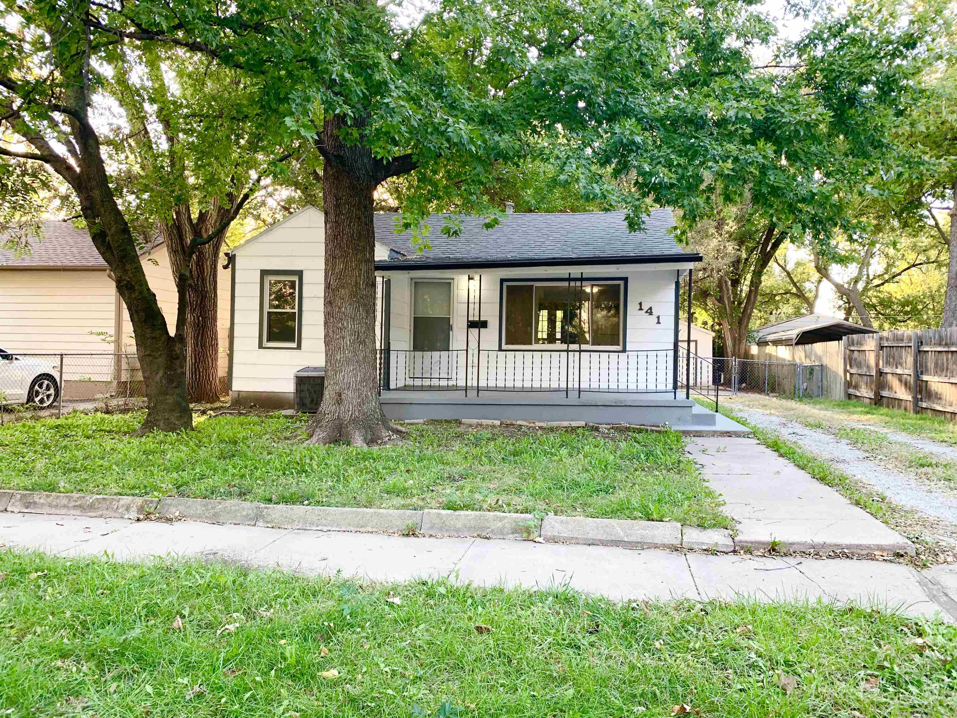 Come home to this cozy home in the up and coming Delano District! Features an open floor plan with l