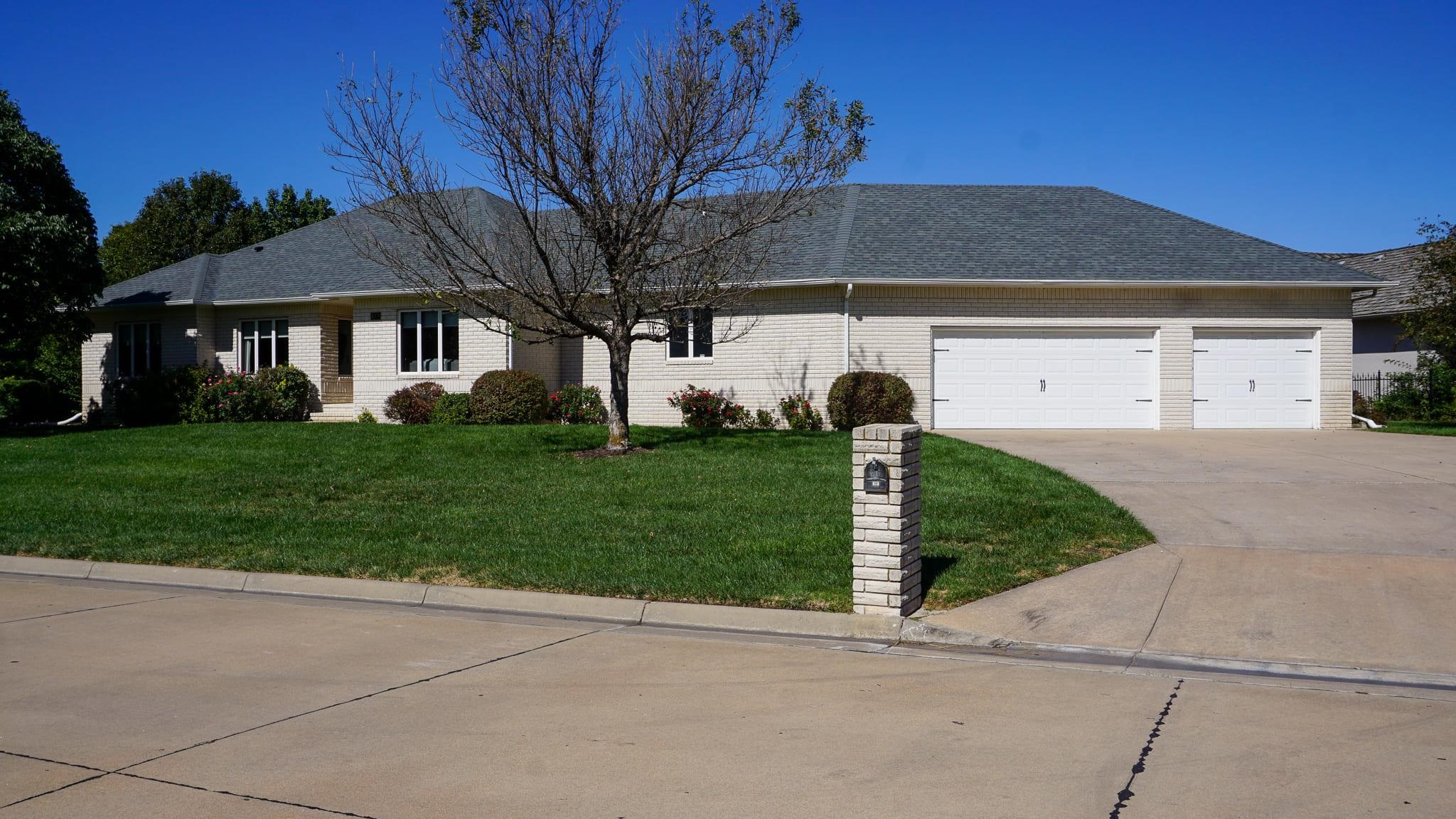 Amazing custom built all brick Ranch style home located in Stone Creek Estates that has 3 bedrooms,