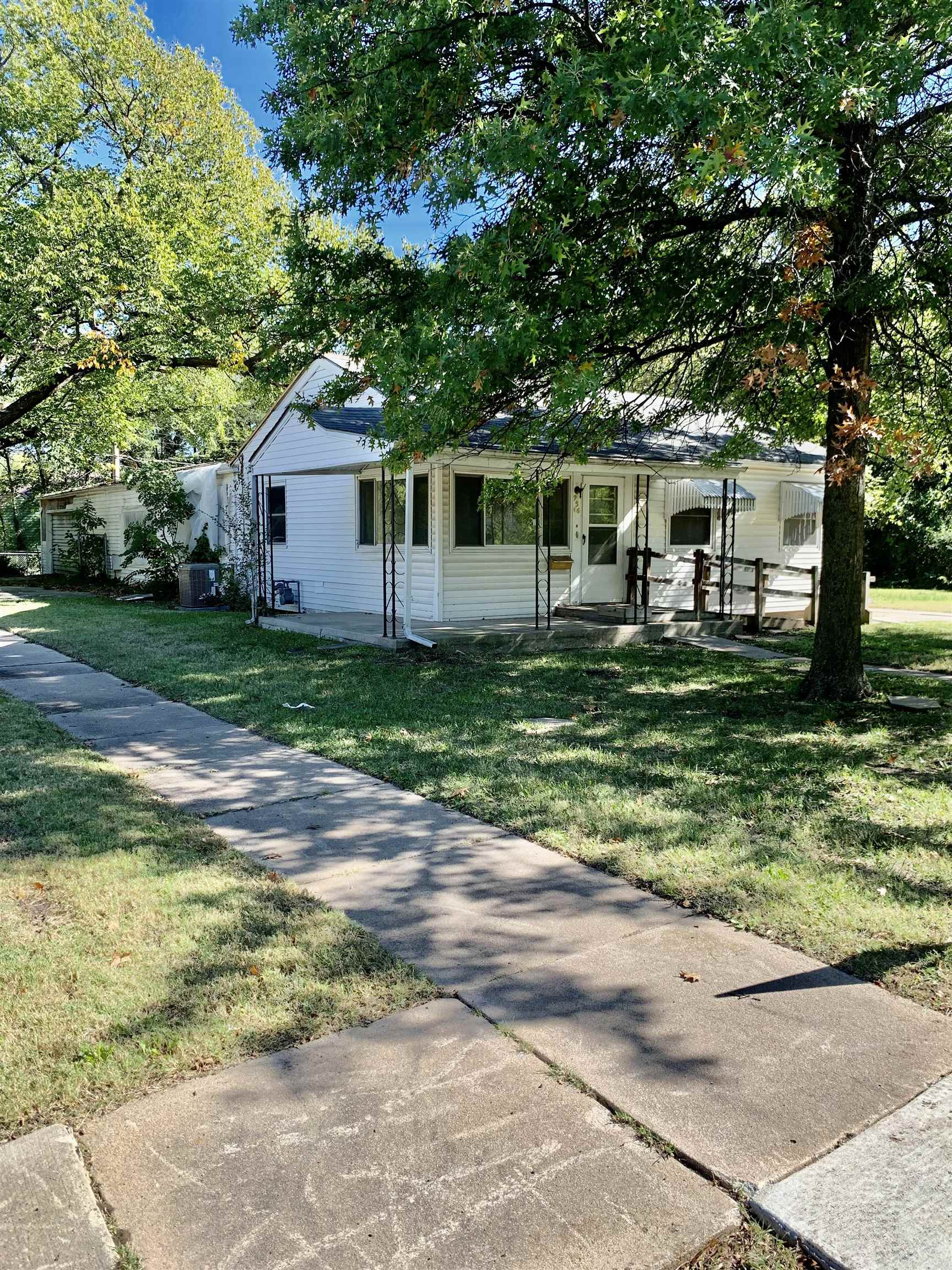 Corner lot on the SE Corner of 9th and Harding St. 3 bedrooms and 3 bathrooms on the main floor. The