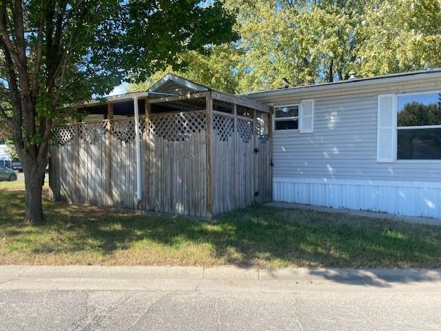 This mobile home will provide affordable living, built in 1996 located on a nice corner lot.   3 bed