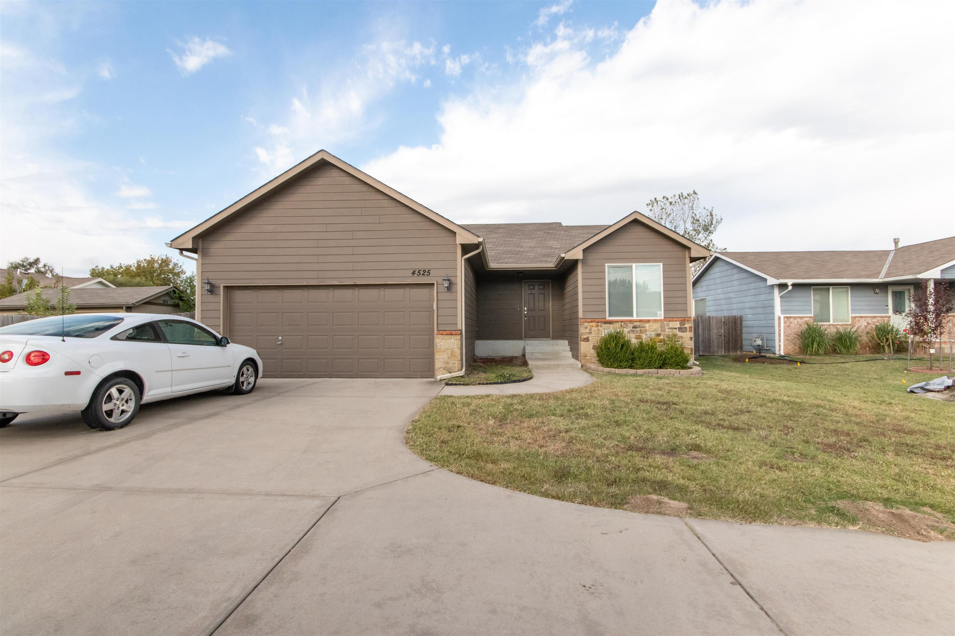 Don't miss out on this opportunity in south Wichita.  This 3 bedroom, 2 bathroom, 1042 square foot h
